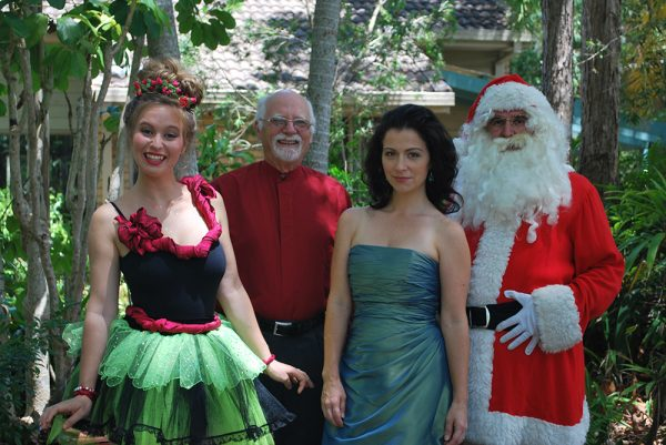 buderimcarols-katherine-ernst-bytes-mike-edwards-buderim-male-choir-natalie-peluso-and-santa-web