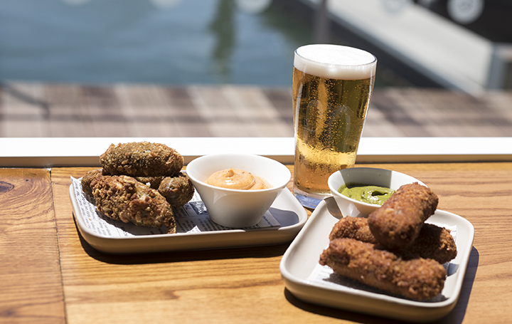 The Dock Mooloolaba Ale with Cheese Stuffed Jalapeno Popers with Old Bay Mayo and Smoked Brisket & Scarmoza Croquettes with green salsa-web